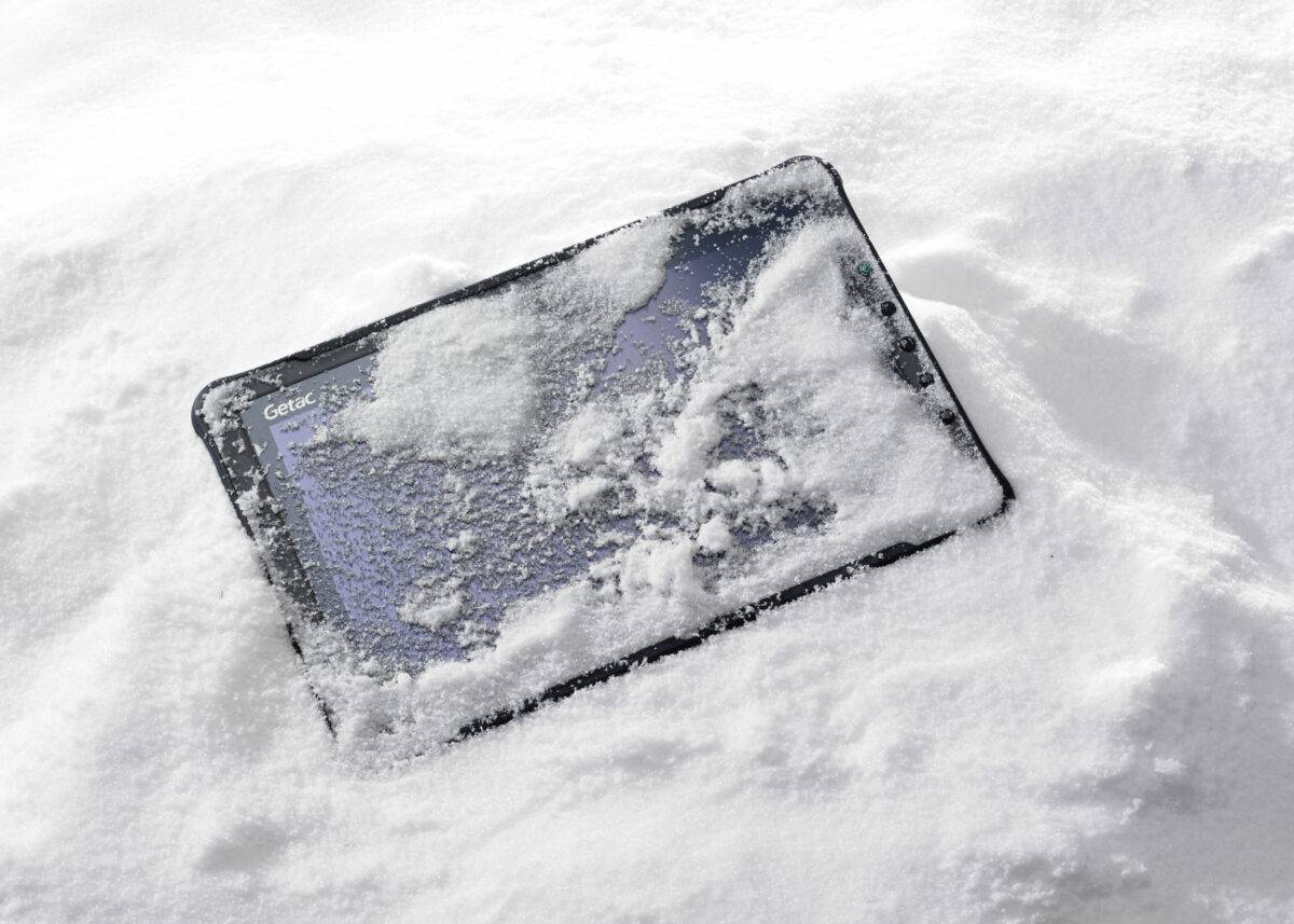 rugged-Outdoor-Tablet-Snow-F110-Getac