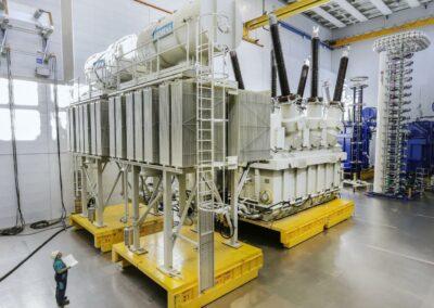 Siemens-Weiz-Phasenschieber-900-Tonnen-Transformator